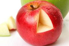 Яблочный сок свежевыжатым пить – на годы здоровье свое сохранить! Польза и вред яблочного сока